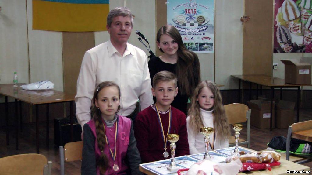 """Богдан Москаль з Турки та його команда пiд час """"Вiнницькi фонтани"""", 3 травня 2015 року."""